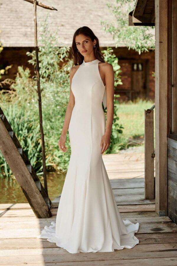 egyenes-zart-nyaku-menyasszonyi-ruha-1