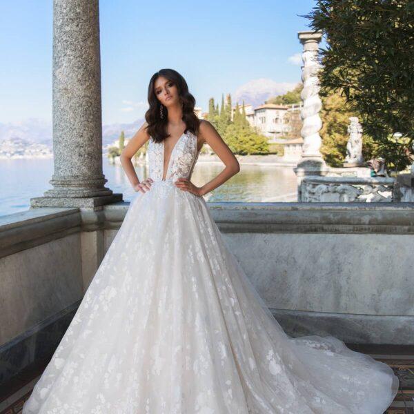 feher-csipke-vallpantos-tull-menyasszonyi-ruha-1