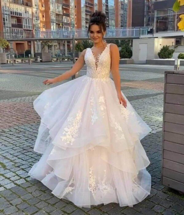 puder-rozsaszin-csipke-tull-fodros-menyasszonyi-ruha
