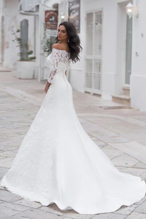 szaten-sello-menyasszonyi-ruha-csipke-boleroval-1