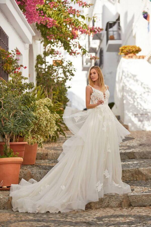 tort-feher-csipke-vallpantos-hullamos-menyasszonyi-ruha-1