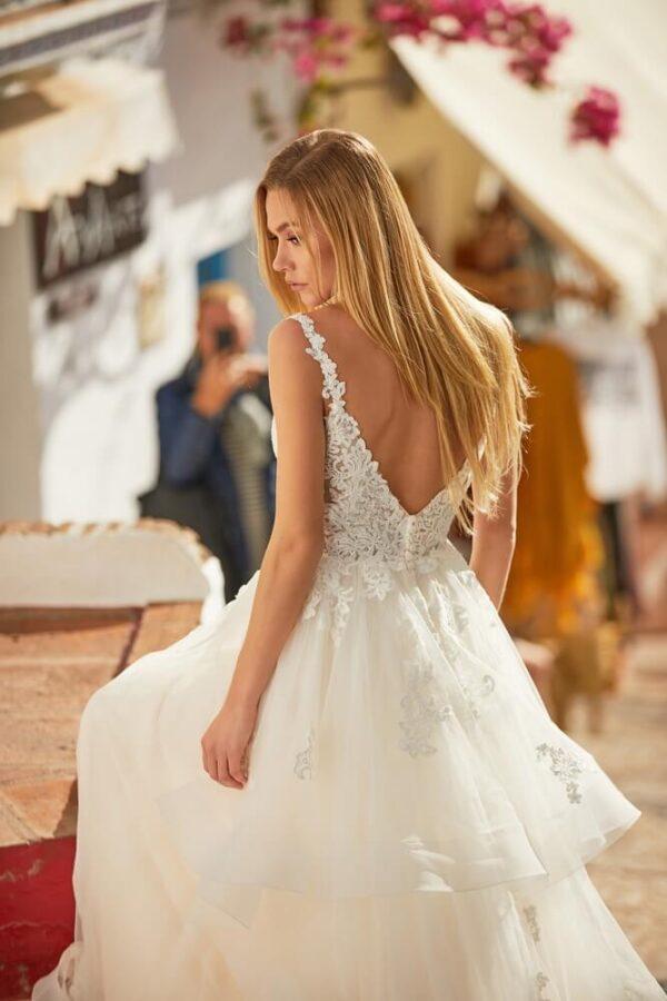tort-feher-csipke-vallpantos-hullamos-menyasszonyi-ruha-2