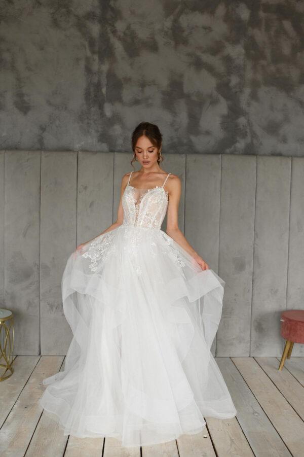 Spagetti pántos, fehér vízhullámos menyasszonyi ruha 1