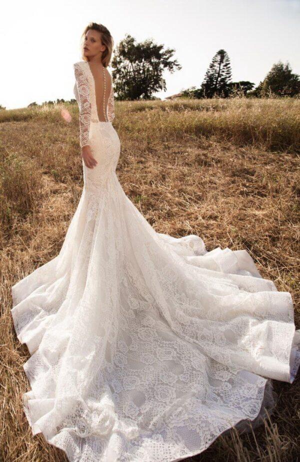 hosszu-ujjas-tort-feher-csipke-menyasszonyi-ruha-1