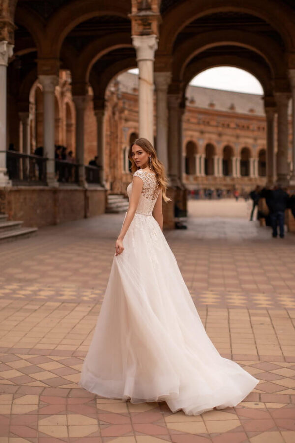 Tort-feher-lagy-esesu-tull-menyasszonyi-ruha-1