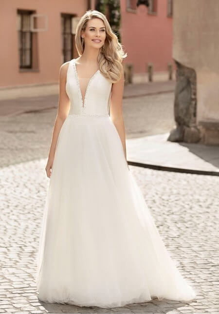 Letisztult tüll és szatén menyasszonyi ruha 1