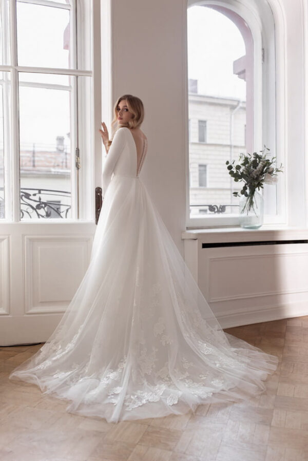 Hosszu-ujjas-zart-menyasszonyi-ruha-1