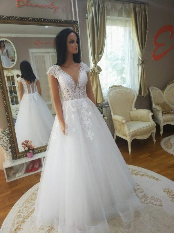 feher-csipke-vallpantos-a-vonalu-menyasszonyi-ruha-1