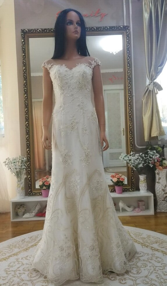 tort-feher-arany-sello-menyasszonyi-ruha-1